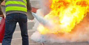 """Interactive et participative, l'action """"manipulation des extincteurs"""" est l'une des solutions pour combattre efficacement tout départ de feu."""