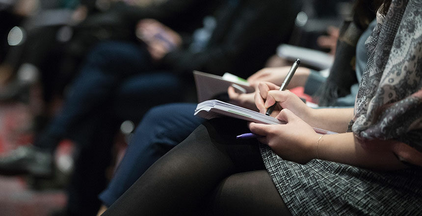 La formation à la communication managériale vise à renforcer les compétences d'encadrement à travers les qualités d'écoute et la maîtrise des processus d'influence.